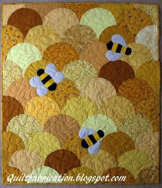 Quilt Fabrication: Honey Bee and a Freebie Small Quilts, Mini Quilts, Baby Quilts, Children's Quilts, Quilting Tutorials, Quilting Projects, Quilting Templates, Clamshell Quilt, Theme Nature