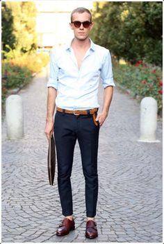 Men's Outfits with Monk Strap Shoes. Aren't you fed up of the usually laced shoes or the dress shoes that look boring now? Going for monk strap shoes would be a better and smarter choice. These look classy and top-end. Style Blog, Style Costume Homme, Double Monk Strap Shoes, Light Blue Shirts, White Shirts, Outfit Trends, Outfit Ideas, Mens Fashion Suits, Fashion Fashion