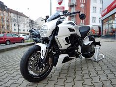 Doesn't look altered to me but what's up with picture you can see through the bike between the cylinders. Ducati Diavel, Cars And Motorcycles, Bike, Pictures, Image, Motorbikes, Bicycle, Photos, Bicycles