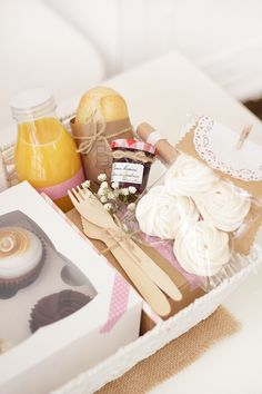 Breakfast Basket, Breakfast In Bed, Food Pack, Mothers Day Brunch, Picnic Time, Summer Picnic, Party In A Box, Creative Gifts, Homemade Gifts