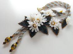 白い小花のお花畑ネッティングチューブネックレス
