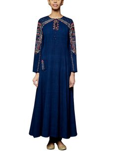 A pretty suit by Anita Dongre which is sure to charm everyone with its lovely detailing. The malkha cotton tunic features elegant dori and tikki embroidery paired with a cambric cotton churidaar. Pair this mesmerising suit with a pair of black stilettos and jadau chaand earrings to complete the look. #indiandesigners #anitadongre #salwars #blue