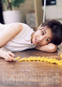 """""""カトパン""""こと、元フジテレビの加藤綾子(かとうあやこ)アナが初グラビアを披露し、話題を集めています。 こちらでは、加藤綾子アナのグラビア写真やネット上の反応をまとめています。   加藤綾子アナがついにグラビアデビュー! news.livedoor.com 4月いっぱいでフジテレビを退社し、フリーに転身した加藤綾子アナウンサー(31)がグラビアに初挑戦した。26日に発売される「週刊文春」の原色美女図鑑に掲載される。 ライブドアニュース  """"カトパン""""こと、元フジテレビのエースアナウンサーの加藤綾子さんが、「原色美女図鑑」で初のグラビアに挑戦しています。 一体、加藤綾子はどんなグラビア姿を見せたのでしょうか。  加藤綾子のグラビア写真はこちら livedoor.blogimg.jp 加藤綾子は、ロングドレスに身を包んだものや、ショートパンツで美脚を披露したカットも披露。 「Oggi」7月号でモデルデビューも womaninsight.jp さらに5月28日発売の「Oggi」7月号にて、モデルとしてファッション誌にも初登場。…"""