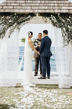Montana Wedding, Lace Wedding, Wedding Dresses, Beach Resorts, Villa, Fashion, Moda, Bridal Dresses, Alon Livne Wedding Dresses
