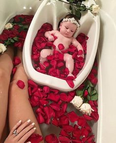 So cute Baby Fever, Baby Time, Baby Pictures, Bassinet, Baby Car Seats, Children, Bed, Furniture, Home Decor