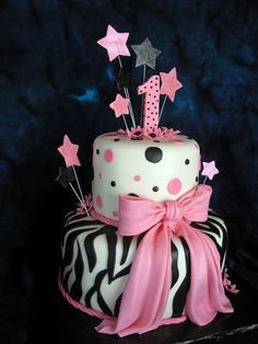 @christine schlieker-cute polka dots on the top od the cake!