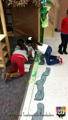 "Beanstalk Measurement Activity Using ""Jack"" & ""Giant"" Feet (from Learning & Teaching With Preschoolers)"
