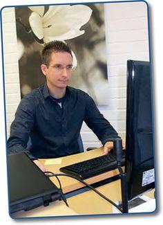 TYÖKOKEMUS: Toimin itsenäisenä yrittäjänä reilun neljän vuoden ajan aikavälillä 1.9.2011 - 31.12.2015. Pääasiallisia palveluita olivat IT-konsultointi ja mikrotukipalvelut sekä verkkosivu- ja verkkokauppatoteutukset. Asiakkainani olivat pääasiassa yritykset, joita oli toista sataa Oulun seudulta sekä muutamia myös muualta Suomesta. Kuva on otettu lehtiartikkeliin vuonna 2011.