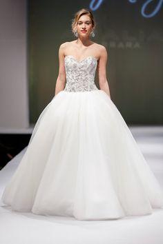 Pin for Later: Les Plus Belles Robes de Mariée de la Bridal Fashion Week Automne 2014  Eve of Milady Bridal Autumn 2014