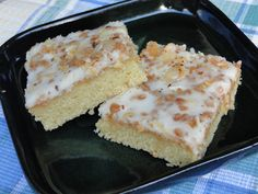 Mennonite Girls Can Cook: Toffee Topped Sheet Cake -- use 3 cups icing sugar & + a bit of corn starch for the full recipe of icing. Just need recipe for icing Bake Sale Recipes, Cookie Recipes, Dessert Recipes, Yummy Treats, Delicious Desserts, Sweet Treats, Toffee, Tooth Cake, Amish Recipes