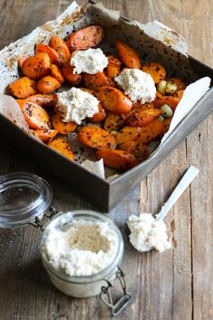 rakuunaporkkanat_manteliricotta (1 of 1) Raw Food Recipes, Vegetable Recipes, Vegetarian Recipes, Cooking Recipes, Veg Dishes, Vegan Foods, Vegan Meals, Greens Recipe, Food Festival