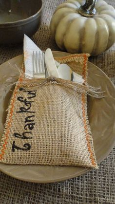 Podéis poner una mesa preciosa de manera fácil y económica para Acción de Gracias #thanksgiving