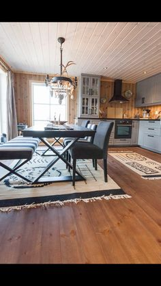 Polarhytte Small Cabin Kitchens, Log Home Kitchens, Log Cabin Living, Log Cabin Homes, Modern Log Cabins, Diy Furniture Decor, Interior Stairs, Cottage Interiors, House Design