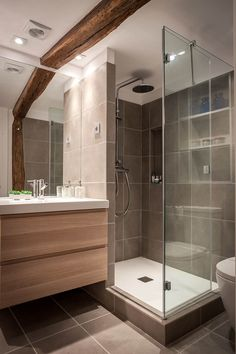 I love how the door opens in Bathroom Design Luxury, Bathroom Layout, Modern Bathroom Design, Small Shower Room, Small Bathroom, Modern Shower, Diy Interior, Bathroom Inspiration, Cheap Bathrooms
