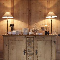 (pale wood walls) San Lorenzo Rustic Log Cabin Design with Stunning Interiors Chalet Design, House Design, Chalet Style, Beautiful Interior Design, Modern Interior, Rustic Table Lamps, Log Cabin Designs, Home Decoracion, Rustic Elegance