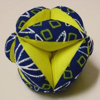 Puzzle ball pattern to make. http://hobbyjunkie.wordpress.com/2011/01/08/having-a-ball-with-mom/