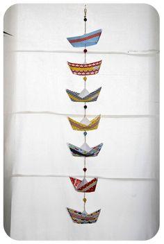 pliage bateau en papier paper boat 7 Plus Origami Garland, Origami Diy, Origami Boat, Diy And Crafts, Arts And Crafts, Paper Crafts, Diy For Kids, Crafts For Kids, Kirigami