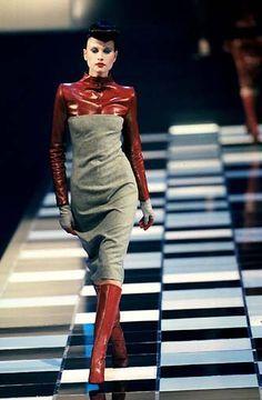 - Alexander McQueen 4 Givenchy show Fashion History, 90s Fashion, Runway Fashion, High Fashion, Fashion Show, Vintage Fashion, Womens Fashion, Fashion Design, Blade Runner