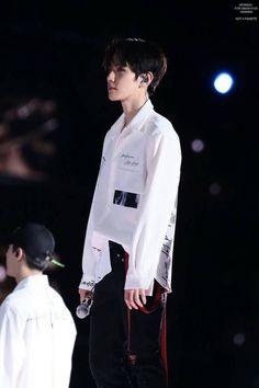 #Baekhyun @ #EXOrDIUMdotinSeoul2017