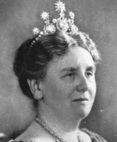 Queen Wilhelmina, wearing the Begeer diamond tiara commissoned by her father, King William III, and passed down to her by her mother, with stars.