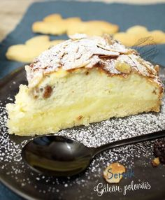 The sernik: Polish cottage cheese cake, an easy cheesecake! Köstliche Desserts, Delicious Desserts, Dessert Recipes, Pastry Recipes, Cooking Recipes, Queijo Cottage, Sweet Cakes, Cheesecake Recipes, Yummy Cakes