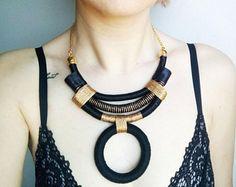 Ropa africana, collar tribal, joyería funky, moderno collar, collar de moda, joyería OOAK, moda urbana, collar negro, collar de oro