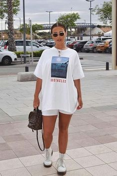 10 Ways To Slay Biker Shorts This Summer Fashion Biker biker shorts outfit Shorts Slay Summer Ways Chill Outfits, Casual Summer Outfits, Mode Outfits, Short Outfits, Trendy Outfits, Fashion Outfits, Airport Outfits, Outfit Summer, Summer Airport Outfit