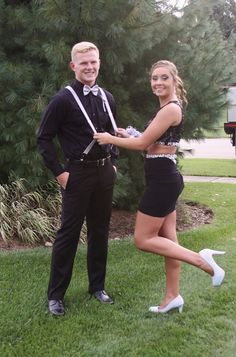 Bryah and Leighton 2020 homecoming Cute Homecoming Pictures, Homecoming Poses, Prom Poses, Dance Poses, Homecoming Dresses, Prom Picture Poses, Pic Pose, Prom Photography Poses, Love Photography