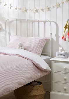 Our bestselling mix-and-match Gingham bed linen has been updated with new prints on the reverse. For the Post-box Red, Moonlight Blue and Cool Grey styles, we've chosen stars, while our Chalk Pink option is scattered with hearts. The complete bed Cot Bedding, Linen Bedding, Comforters, Childrens Bed Linen, Contemporary Bed Linen, Modern Contemporary, Neutral Bed Linen, Bed Linen Design, Bed Linen Sets