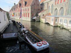 Passeio de barco em Bruges. Foto: NiKi Verdot | 1001 Dicas de Viagem
