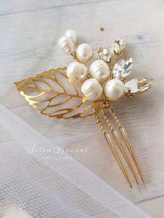 Купить или заказать Набор свадебных гребней bastata в интернет-магазине на Ярмарке Мастеров. Небольшие гребешки в золотом цвете особенно стильно будут смотреться в этом сезоне. Листья также являются фаворитами. Они универсальны, подойдут к любой причёске.