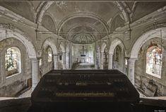 廃墟となった教会には幽玄な美しさがある【画像】