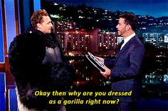 Tom Hiddleston Surprises Jimmy Kimmel with New Kong: Skull Island Trailer. Gif-set (by hiddlescheekbatch): http://maryxglz.tumblr.com/post/153297977367/hiddlescheekbatch-tom-hiddleston-surprises