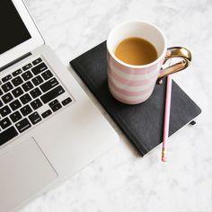 Il est important de prendre quelques habitudes matinales pour améliorer son quotidien et être moins stressée. Je vous livre 5 conseils aujourd'hui.