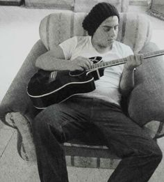 Pasar tiempo a solas con Dios, mi guitarra y yo.