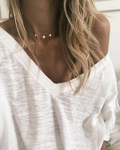 ♥ Simple sweater and necklace but looks amazing ☀️ Stylish outfit ideas for women who follow fashion.