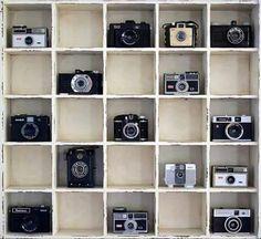 Ideas For Vintage Camera Design Collection Displays Antique Cameras, Old Cameras, Vintage Cameras, Camera Decor, Deco Originale, Photography Camera, Photography 101, Abstract Photography, Displaying Collections