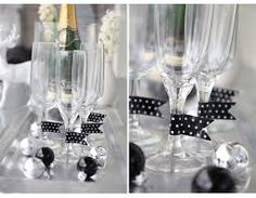 jul med ernst del 3 dukning - Sök på Google Ball Decorations, Christmas Table Decorations, Holiday Tables, Cool Ideas, Ballard Designs, Glass Containers, Glass Jars, Masquerade Party Centerpieces, Paper Tablecloth