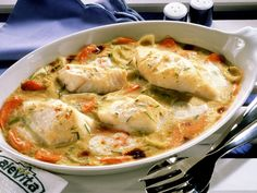 Cod and vegetable bake-Kabeljau-Gemüse-Auflauf Cod and vegetable casserole is a recipe with fresh ingredients from the category sea fish. Try this and other recipes from EAT SMARTER! Shrimp Recipes, Fish Recipes, Healthy Recipes, Meat Recipes, Vegetable Casserole, Vegetable Bake, Clean Eating, Healthy Eating, Baked Cod