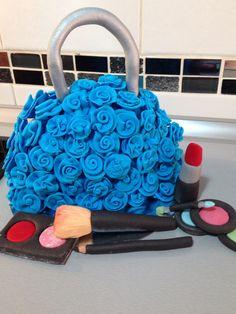 Aprende hacer todo esto en mi canal de YouTube Harinitas dulces ( cake purse)