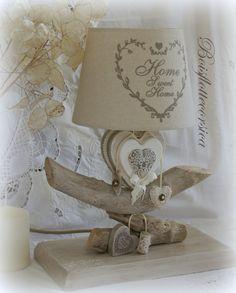 RÉSERVÉE -LAMPE  BOIS FLOTTÉ et SON COEUR EN BOIS PATINÉ . VENDUE AVEC ABAT JOUR HOME SWEET HOME