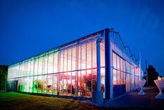 this is probably one of my most favorite locations ever even though I've never been there. It's near Nürnberg and it's a GLASSHOUSE! How amazing would it be to celebrate under the stars?!