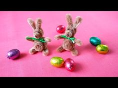 Pipe cleaner Easter bunnies DIY / Easter bunny made of pipe cleaners - These magical mini Easter bunnies are made from pipe cleaners. They are guaranteed to be calorie-fr - Pipe Cleaner Art, Pipe Cleaner Animals, Pipe Cleaners, Bunny Crafts, Easter Crafts For Kids, Sand Crafts, Crafts To Do, Chenille Crafts, Art And Craft Videos