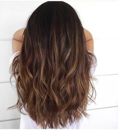 Loose curls balayage hair brunette caramel, balayage asian hair, dark b Balayage Hair Brunette Caramel, Balayage Asian Hair, Brown Blonde Hair, Hair Color Balayage, Brunette Hair, Ombre Hair, Balayage Dark Brown Hair, Haircolor, Asian Hair Highlights