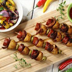 szaszłyki, szaszłyki mięsne, szaszłyki z kiełbasą, szaszłyki z pieczarkami, szaszłyki z kiełbasą i pieczarkami, pomysł na grill, grill, grillowanie, pieczarki, zielone oliwki, kiełbasa, grill time, grill party, shishkebab, shashlikas Sprouts, Chili, Grilling, Beef, Chicken, Vegetables, Food, Meat, Chile