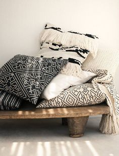 Honestly, H&M's summer home collection is the bee's knees. I've been shopping for woven baskets, wooden bowls and new outdoor throw pillows, at prices far too high to admit, and until yesterday, I had actually completely forgotten about H&M's amazing home selection. Looks like I've been