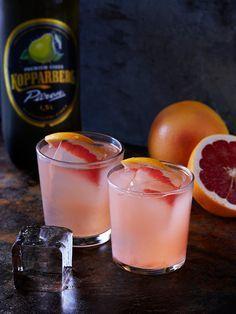 En trevlig rosa drink med bas av päroncider som blandas upp med frisk pink grapejuice. Med lönnsirap rundas drinken av och får en djup och lite mjukare smak. Perfekt som fördrink innan middagen