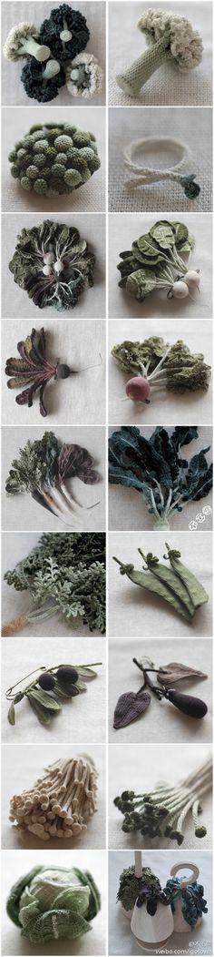 Jung Jung Crochet Fruits & Veggies Art >  http://www.cohabitaire.com/2011/05/jung-jung-crochet-fruit-veggies/