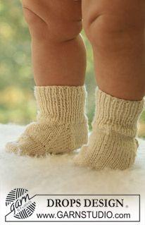 """Little Piggies - DROPS socks in """"Alpaca"""". - Free pattern by DROPS Design"""