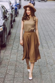 New dress fashion street hats Ideas Simple Outfits, Classy Outfits, Pretty Outfits, Casual Outfits, Casual Dresses, Fashion Dresses, Effortlessly Chic Outfits, Stylish Clothes For Women, Moda Vintage